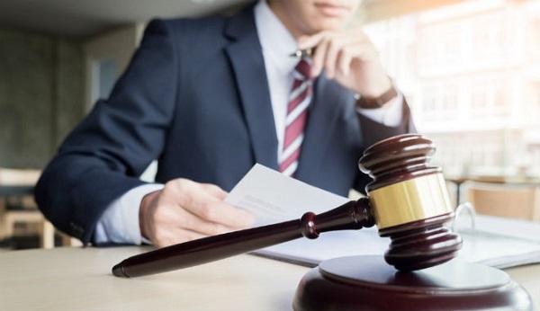 Es ideal contratar a un abogado para poder reclamar una indemnizacion al sufrir una lumbalgia postraumatica en un accidente de trafico