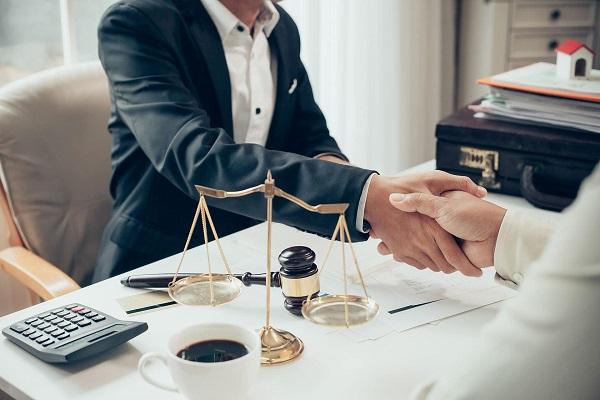 Como puede ayudarle un abogado